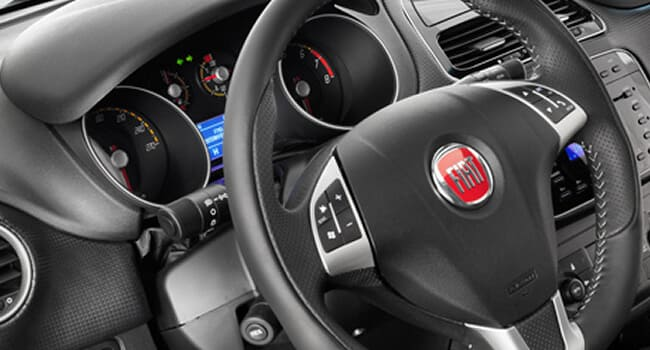 img/novo-punto/painel-do-fiat-punto-at-2015.jpg